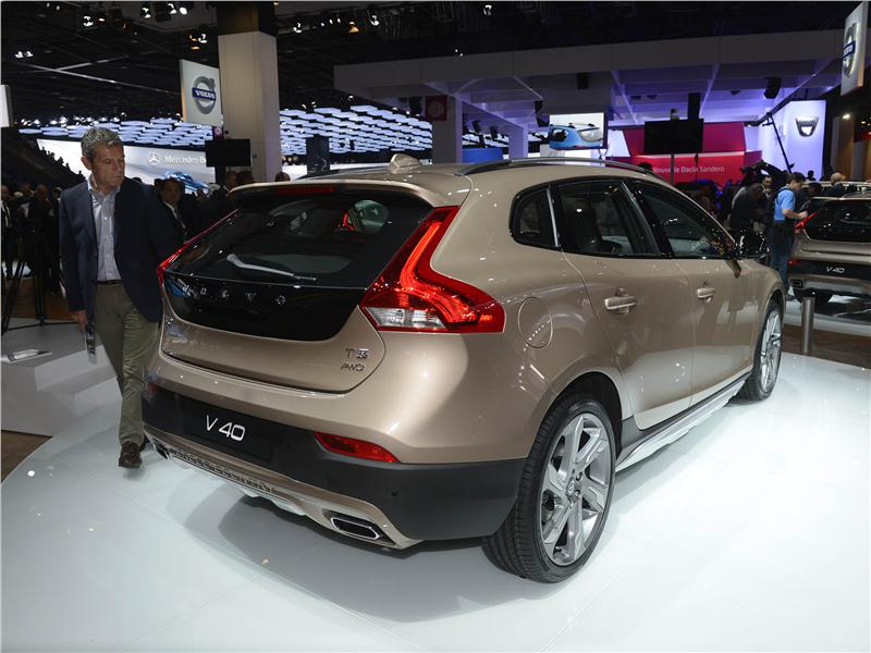 sal n del autom vil de par s fotos volvo v40 cross country. Black Bedroom Furniture Sets. Home Design Ideas